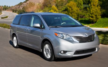 2013 Toyota Sienna XLE front three quarters in motion